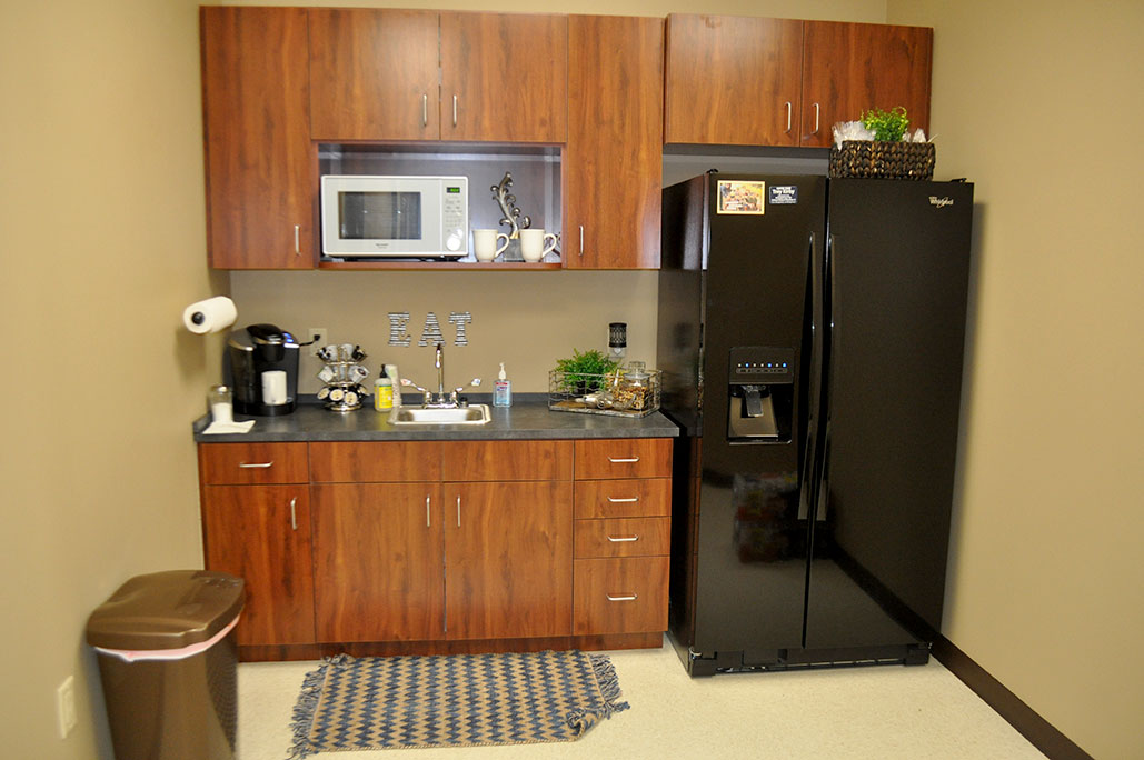 Kitchenette<div style='clear:both;width:100%;height:0px;'></div><span class='cat'>Office Suite</span>